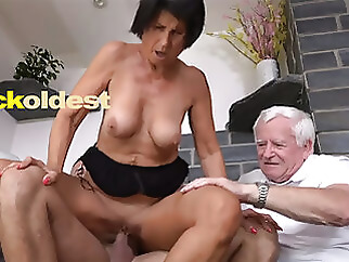 old & young blowjob mature