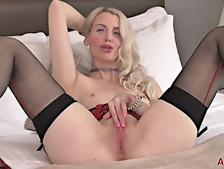 milf blonde hd