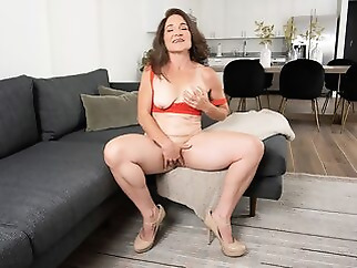 mature brunette masturbation