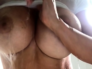 shower amateur big boobs
