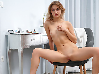 skinny blonde masturbation