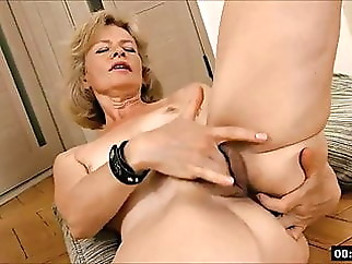 hairy blonde fingering